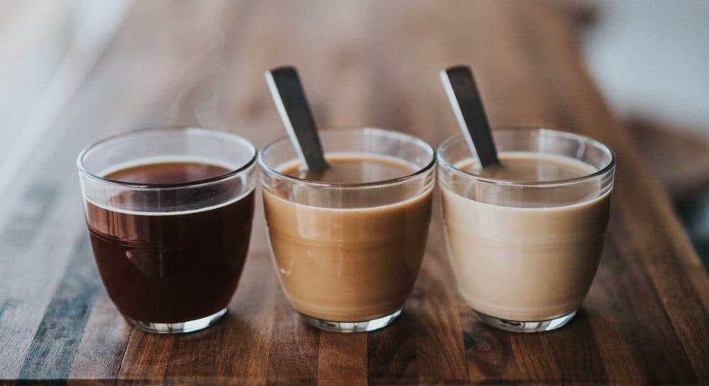 café blanco y negro
