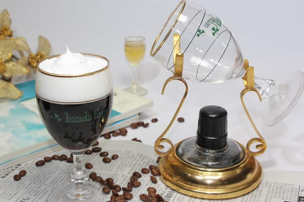 cafe irlandes con crema batida